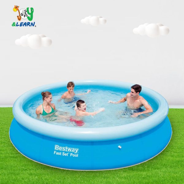 حمام سباحة دائري